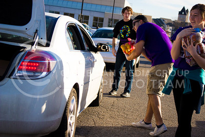 Dominique Hoover, senior in Mechanical Engineering, carries a bag of lemons while Madison Williams, junior in Finance, carries a few bags of bread to the trunk of the car at the Mobile Food Pantry sponsored by HandsOn K-State on Feb. 10. The Mobile Food Pantry is aimed at providing food securtiy for Riley County and K-State affliated residents. (Alanud Alanazi | The Collegian)