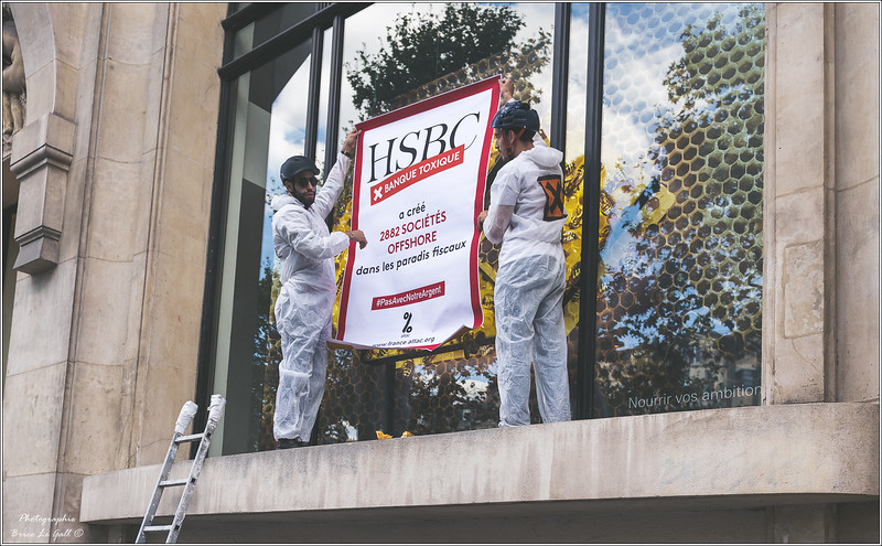 Militants d'Attac devant le siège de HSBC France. <br /> Paris, 15 septembre 2018.