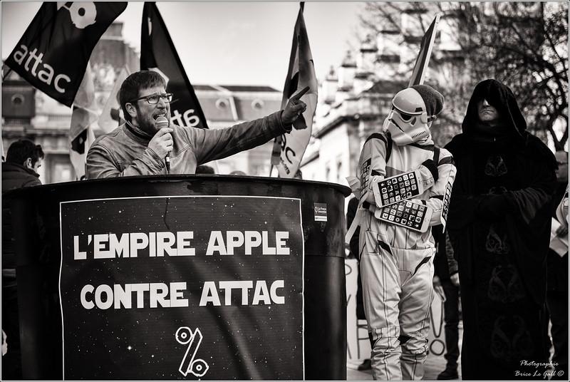 Miguel Urban (Podemos) en soutien à Attac lors du procès intenté par Apple. <br /> Paris le 12 février 2018.