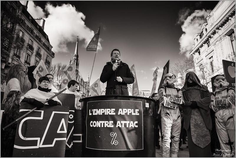 Yannick Jadot en soutien à l'association Attac lors du procès intenté par Apple. <br /> Paris, le 12 février 2018.