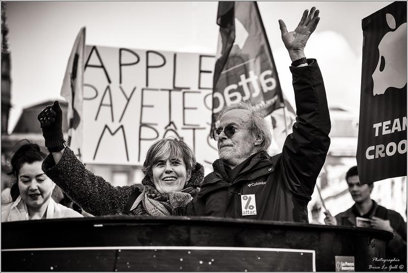 Annick Coupé et Dominique Plihon avant le procès intenté par Apple <br /> Le 23 février Apple sera déboutée de l'ensemble de ses demandes et condamnée à verser 2000 € à Attac.