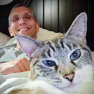 Selfie with #CatDad... #Meezers #SelfieSunday #SiameseSunday #siamesecatsofinstagram #catsofinstagram