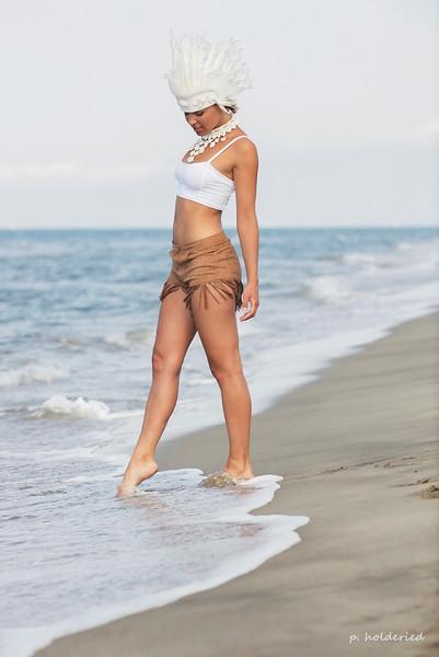 En indienne sur la plage