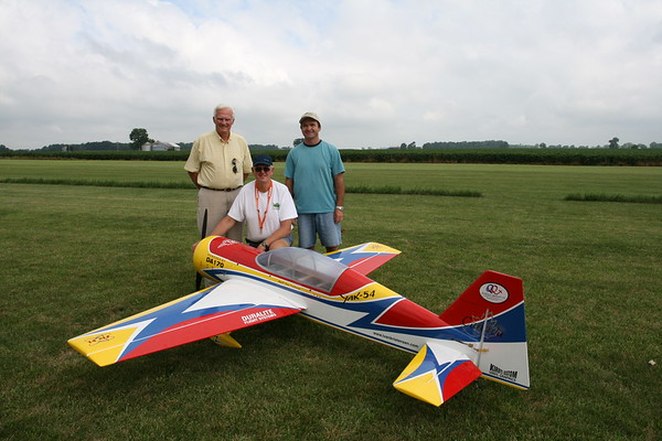 Wayne Ulery, Quique Somenzini and my self the day I tested the airplane at a field near their facility in Springfield Ohio.