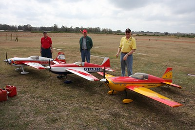 Gerry, Richard and Bill with their 40% planes, Da-150's and Mejzlik 28.5x12 CF props.