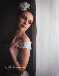 I don't often do bridal photography, but when Suzie asked me to join her and photographer Mike Giovinazzo for her birthday photoshoot there was no way I could say no. Makeup was provided by the talented Michelle Brennan. Mode: @suzieqq1 MUA: @michelle.brennan.muaLighting/Studio: mike_giovinazzo