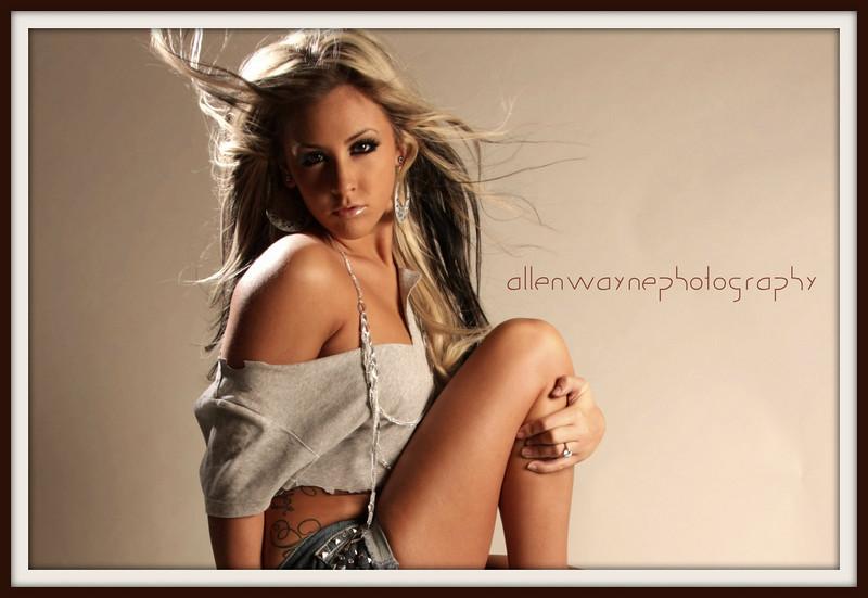 http://www.allenwaynephotography.com/Model-Portfolios/Danae-Studio-Shoot/IMG0200/852902175_HnXkX-L.jpg