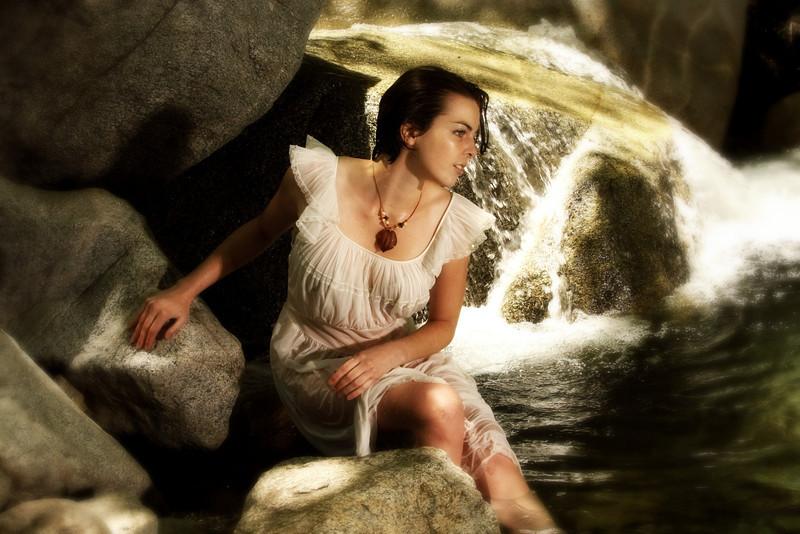 http://www.allenwaynephotography.com/Model-Portfolios/Rachel-Beatrice/i-WXzWxcp/0/L/IMG0294-L.jpg