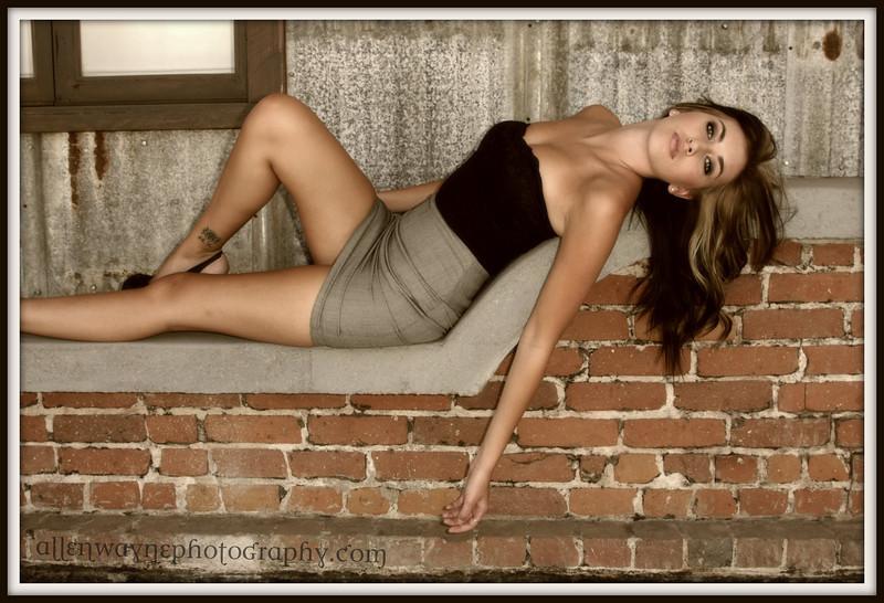 http://www.allenwaynephotography.com/Model-Portfolios/Rikki/IMG0190/890159090_92oMM-L.jpg