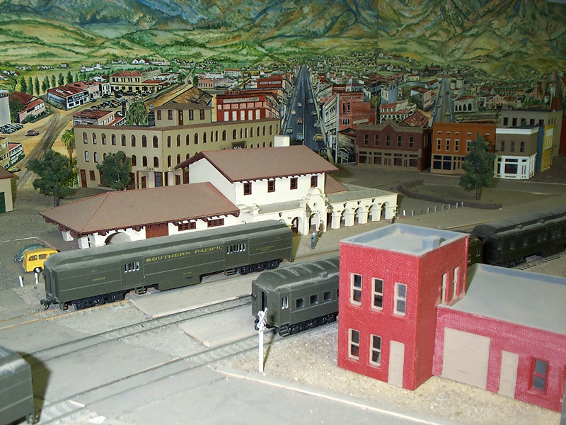 Santa Barbara passenger station was modeled by Dr. Bill Cormack. Some of the other buildings shown here were built by Bill Everett.