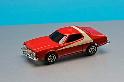 Small Corgi 'Starsky and Hutch' Ford Gran Torino