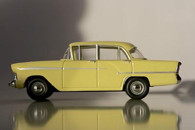 Vanguards 1/43 Vauxhall Cresta