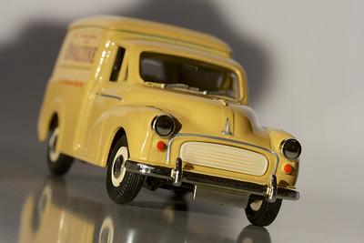 Vanguards 1/43 Morris Minor van