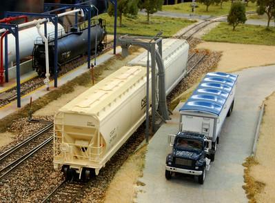Grain loader at Golden - Brian Moore photo