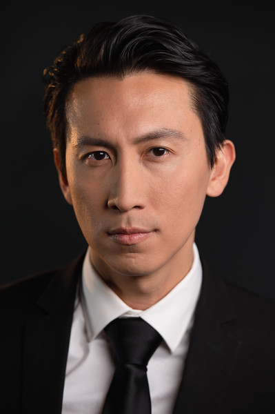"""@rayvezen 5'11""""   Shirt M   Pant: 31   Shoes 10   165 lbs Ethnicity: Chinese Skills: Comedy, Character actor, Singaporean / Chinese actor, expert soccer, host, singer, jazz, tap, married, fluent Mandarin"""