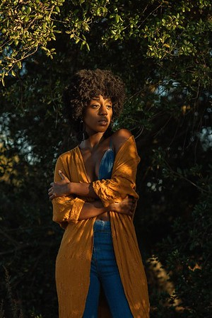 @ari_elizabeth26  5'6 | Shirt S | Dress: 4 | Shoes 9 | Bust 32C | 145 lbs Ethnicity: African American Skills: Improv (The Second City), African Dance, Singer, Athletic, Swimmer, Golf, Hosting, Expert Violin, Real Music Band, Chef w/ Chopping Skills, Comedy/Improv Training