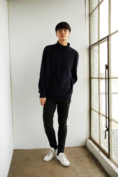 "@justinsshi 6'4"" | Shirt XL | Shoe 13 | 175 lbs  Ethnicity: Chinese Skills: Chinese; mandarin; basketball; high jump; Creative Artist, Conversational Korean"