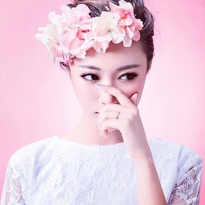 5'4 | Shirt S | Dress: 2 | Shoes 6 | 110 lbs Ethnicity: Chinese Skills: Fluent in Cantonese, Mandarin, Bartending, Culinary arts, baking, freelance makeup