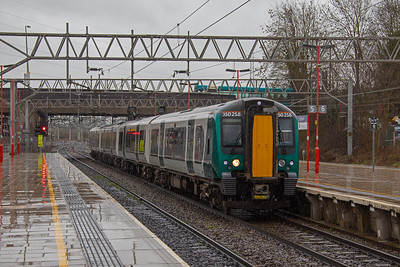 350 258  arriving at Stafford in the pouring rain, when forming the 11.01 Birmingham New Street to Liverpool Lime Street  on 6th March 2019.