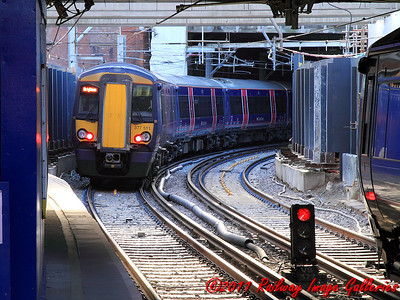 377511 scurries away from Farringdon on the 14th February 2011 - RIGalleries