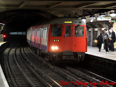 A62 stock Driving Motor, 5232, leads an Aldgate service into Great Portland Street on the 9th February 2011 - RIGalleries