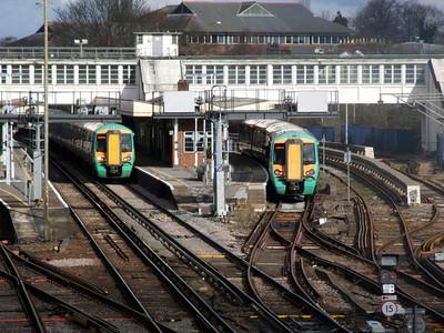 377 159 2C76 1230 Horsham - London bridge awaits time along side 377 162 & 377 462 1C66 1132 Victoria - Southampton Central & Bognor Regis (Train divide at Horham) at Horsham (1229) Monday 14th February 2011 - Colin Brooks