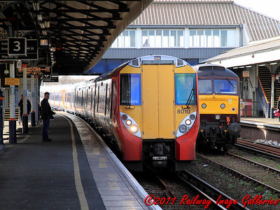 8010 leads a sister unit into Clapham Junction on the 14th February 2011 - RIGalleries