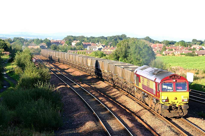 66220 heads 6J44 Longannet - Hunterston mgr empties at Greenhill Lower, 25th August 2004.  Image supplied by Peter Kellett
