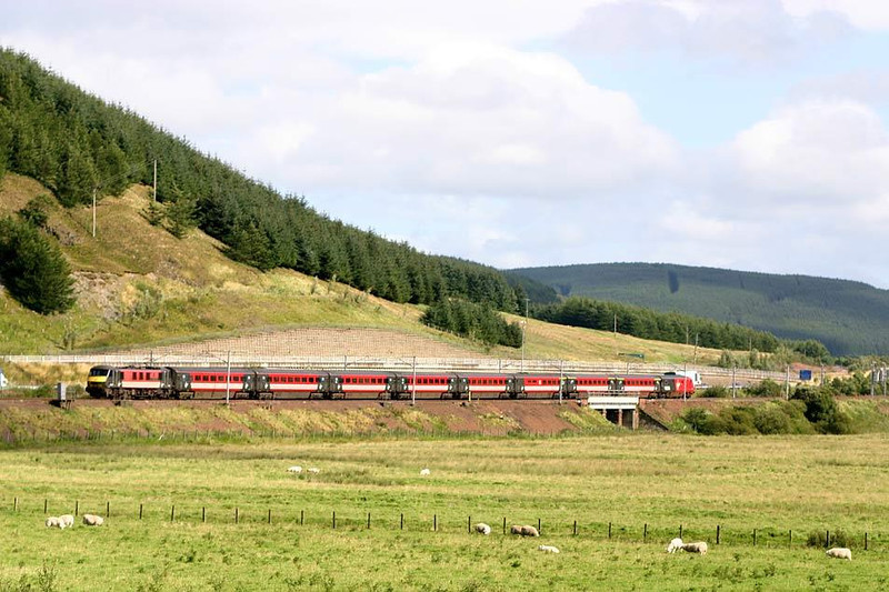 90015 on what is projected to be last journey north by a Vigin 90 on the WCML, approaching Elvanfoot north of Beattock Summit with 1S57 Euston-Glasgow. 27th August 2004.  Image supplied by Peter Kellett