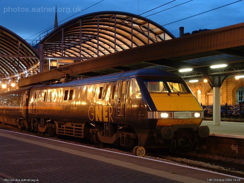 A GNER 225, 'City of Leeds', sits at Newcastle, early one October evening. Image supplied by esc37428