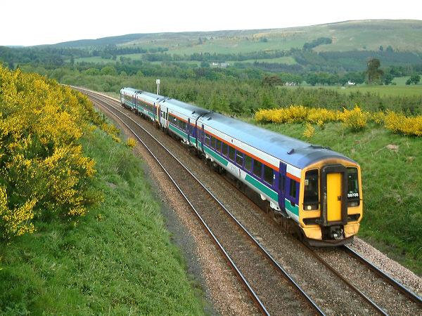 158735 approaches Blackford with a Glasgow service, on 26May04. Image supplied by alast_dunlop