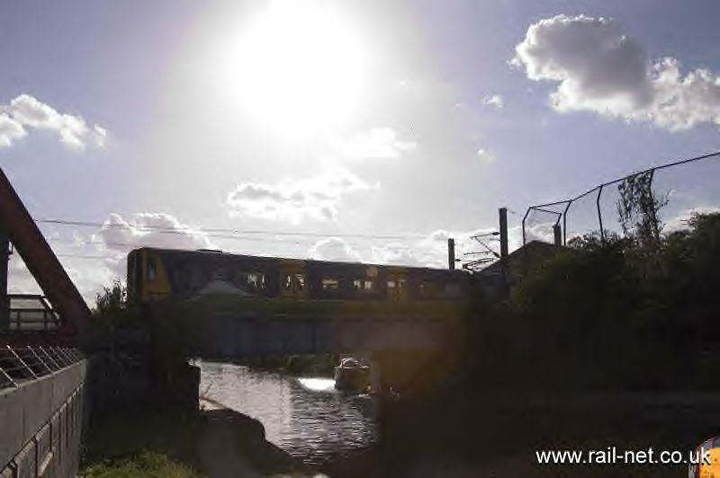Silverlink 313120 heads towards Clapham Junction across Mitre Bridge. Image supplied by rail_net_2k