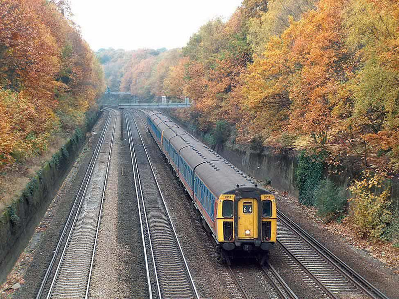 One year later and it is history 1307 (withdrawn end October 04) takes the 1 in 640 grade through Oatlands Cutting, Weybridge (bridge at end of my road) 10th Nov 2003.  Image supplied by Chris Nevard.