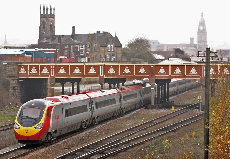 390 being dragged into Bolton.  Image supplied by Peter Kellett.