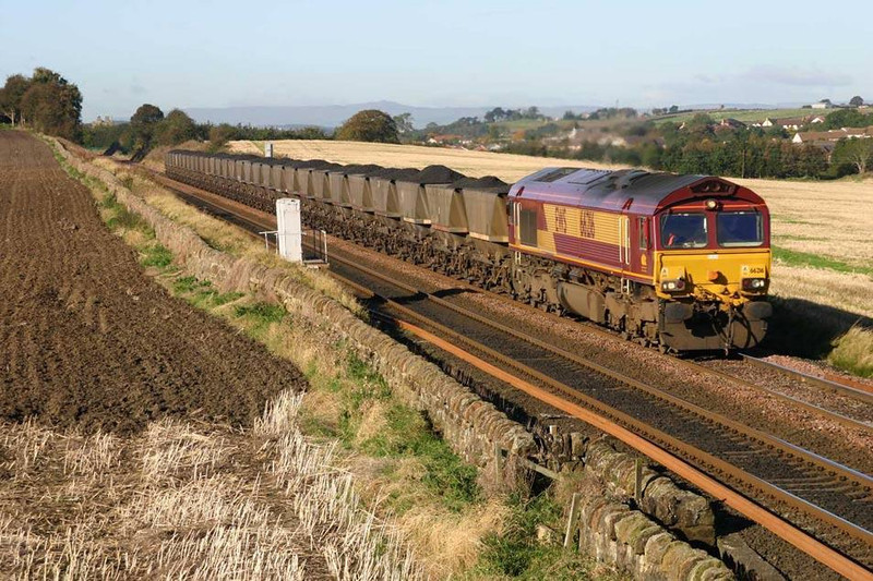 66216 near Park Farm Linlithgow, 07/10/04.  Image supplied by Mark Bearton.
