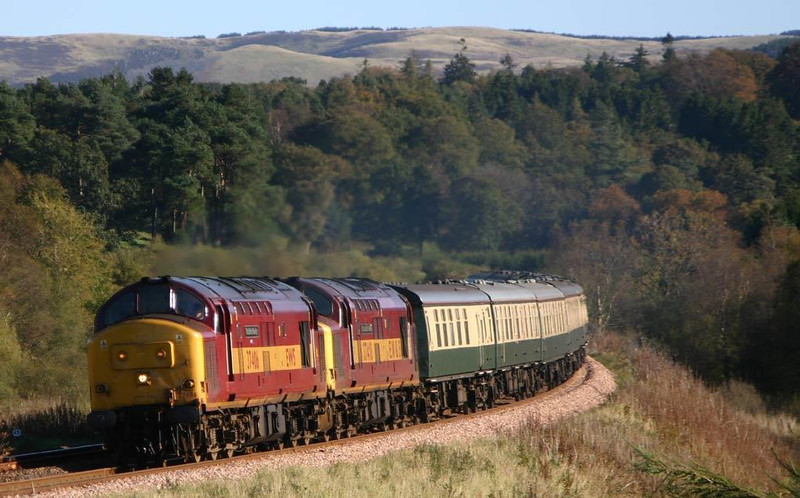 37406 leads 37418 on The Pride of the Nation this morning 8th October 2004, at Bardrill Road.  Image supplied by Peter Kellett.