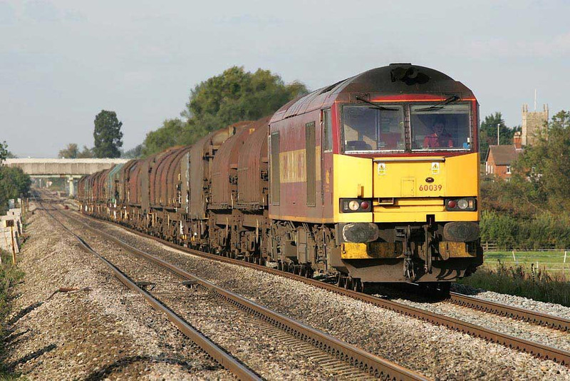 60039 hammers past Homedown Crossing, Ashchurch this afternoon 11/10/04 with 6V.  Image supplied by Scott Borthwick.