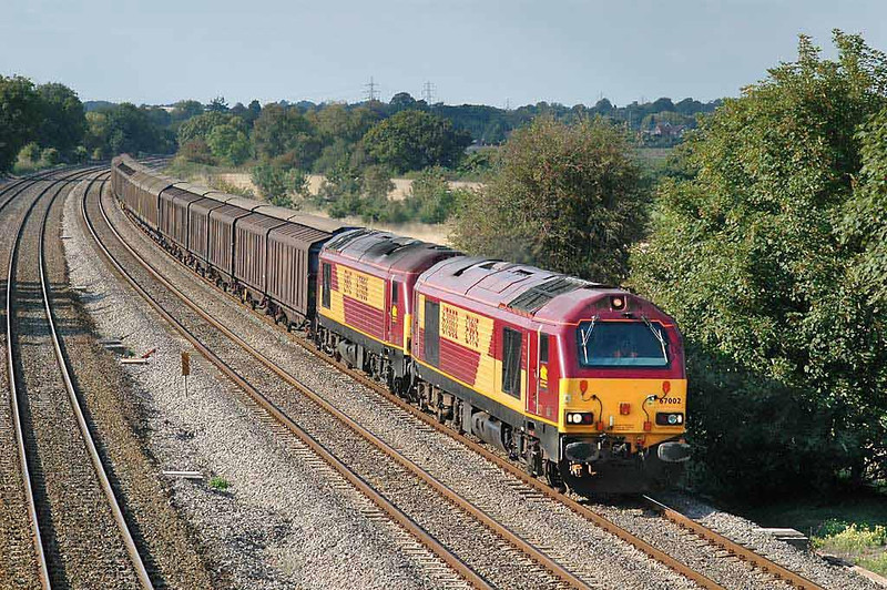 67002 & 67006 on the 15:45 6M33 13:22 Avonmouth-Wembley Enterprise. Lower Basildon 1/9/04. Image supplied by Chris Nevard