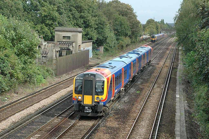 450066 passing West Byfleet. 13th September 2004. Image supplied by Chris Nevard