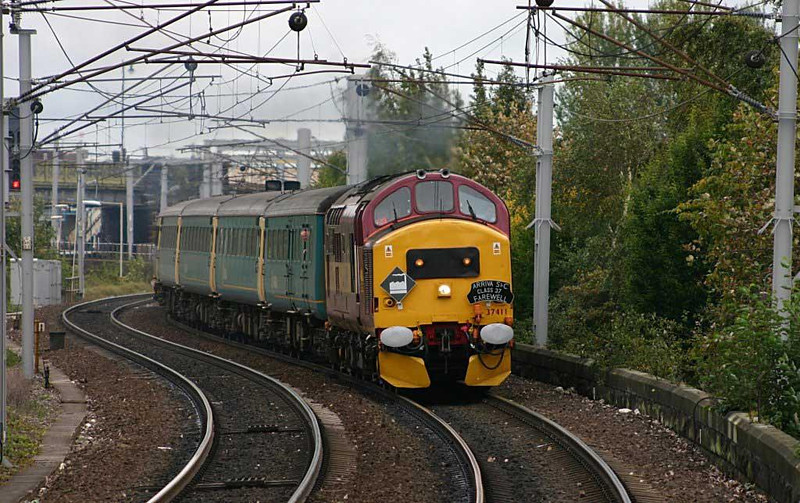 37411 heads off to Kingmoor for the last time, 25th September 2004. Image supplied by Ewan Tait.