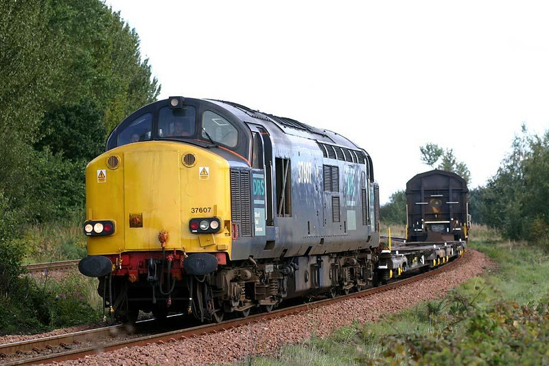37607 comes off the S bends approaching Camelon station with 4M53 Grangemouth-Kingmoor comprising of two flats and two Hi-cubes for maintenance, 15th September 2004. Image supplied by Peter Kellett