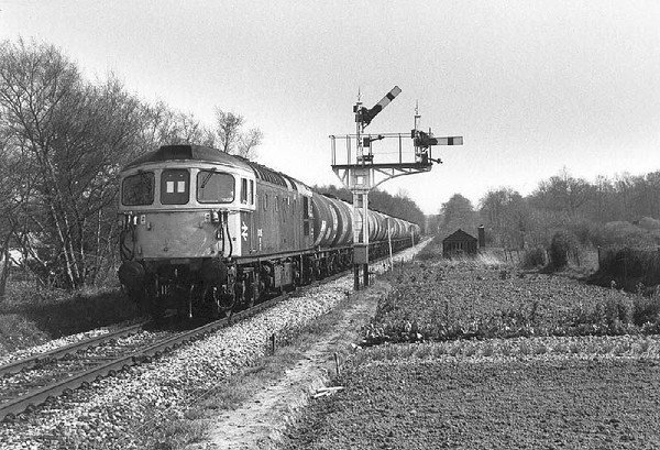 33115 with a northbound oil nearing Marchwood - April 1982.  Image supplied by Chris Nevard