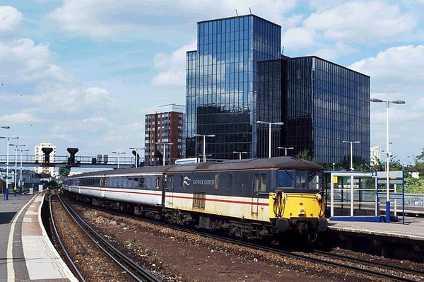 73208 at East Croydon on a GatVic. Image supplied by Carl Beaumont.