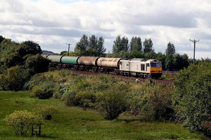 60006 working 6S36 Dalston-Grangemouth empty tanks (18 TEA's) at Roughcastle near Bonnybridge, 14th September 2004. Image supplied by Peter Kellett