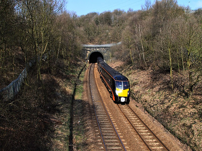 180114 leaving Bowling Tunnel, near Bradford, on the 12th April 2010 - RIGalleries