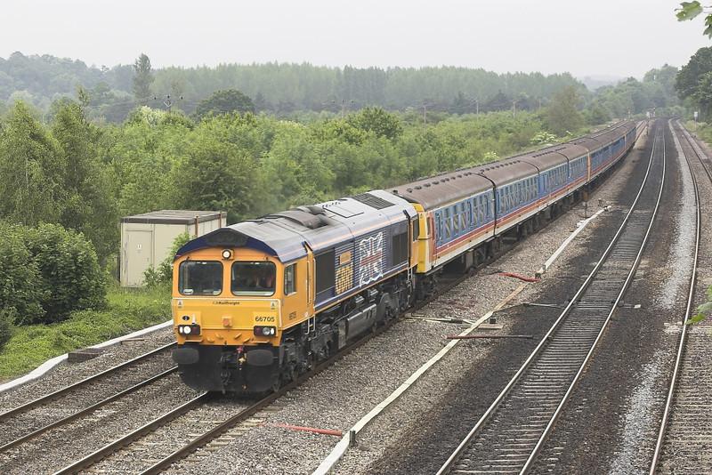 16/06/05: 66705 Golden Jubilee, 6V91, 10:40 Shorburyness - Newport Docks -Lower Basildon