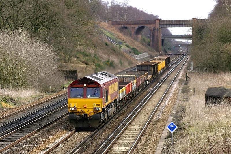 5/03/05:  66231, 7Y39, Hoo Jct - Eastleigh Yard Engineers