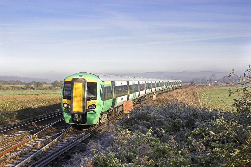 12/11/05:  Arundel. 377435 With mist lying in the Arun Valley the 377 aproaches the station with a Down fast