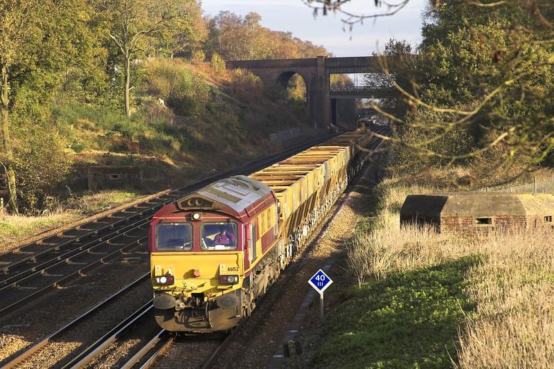 29/11/05: 6152, 6O49, T/ThO 10:51 Neasden - Eastleigh Yard
