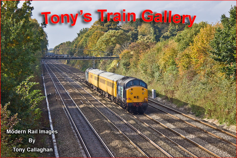 2nd Nov 11:; On the penultimate day of access before the 15 week closure 37611 TnT with 37604 work 1Q13 from Old Oak to Old Oak via most places are seen from the bridge at Shottesbrooke Farm